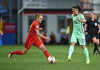20180406 - LEUVEN , BELGIUM : Belgian Janice Cayman (L) and Portugese Carole Silva (R) pictured during the female soccer game between the Belgian Red Flames and Portugal , the fourth game in the qualificaton for the World Championship qualification round in group 6 for France 2019, Friday 6 th April 2018 at OHL Stadion Den Dreef in Leuven , Belgium. PHOTO SPORTPIX.BE | DIRK VUYLSTEKE