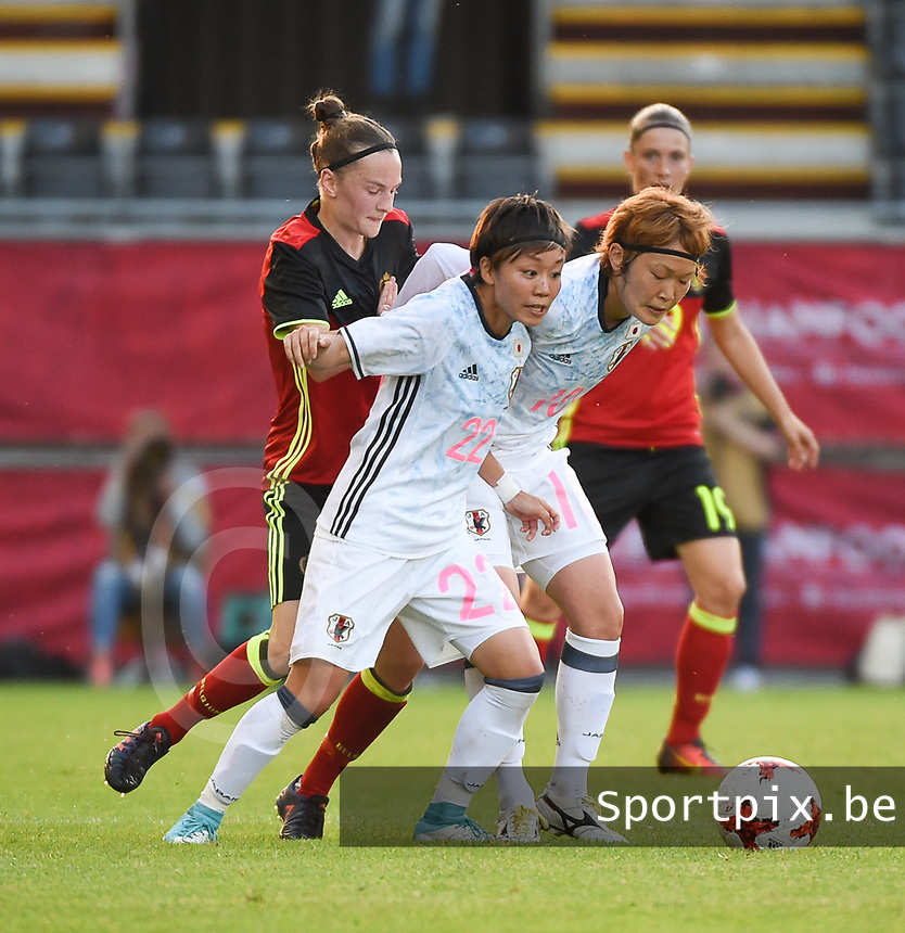 20170613 - LEUVEN ,  BELGIUM : Belgian Elke Van Gorp (L) with Japanese Ami Sugita (M) and Mizuho Sakaguchi (R) pictured during the female soccer game between the Belgian Red Flames and Japan , a friendly game before the European Championship in The Netherlands 2017  , Tuesday 13 th Juin 2017 at Stadion Den Dreef  in Leuven , Belgium. PHOTO SPORTPIX.BE | DIRK VUYLSTEKE