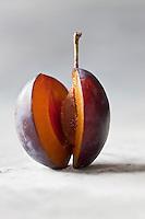 Gastronomie Générale: La quetsche ou prune de Damas, est le fruit de l'une des variétés du prunier de Damas: Prunus domestica subsp insititia.