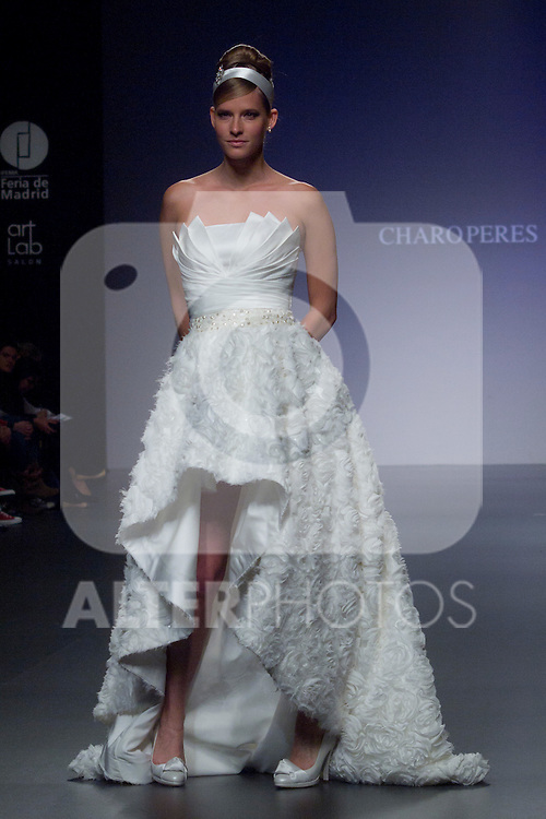 04.05.2012. A model presents brides and party designs of Charo Peres at the Cibeles Madrid Novias in Ifema (Alterphotos/Marta Gonzalez)