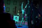 """'In Forma Pauperris' antzerki emanaldia kalean. Ondarru (Euskal Herri) 2013ko Urriaren 11a. Marabilli sormen festibala"""" Aitzol Aramaio zenaren indarrarekin jaiotako egitasmo bat da eta helburua da hainbat artista Ondarroan biltzea, idazleak, musikariak, zinegileak, antzerkilariak, artista plastikoak, diseinatzaileak...  (Gari Garaialde / Bostok Photo)"""