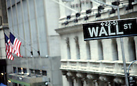 U.S. stocks fell Friday, denting weekly gains, after J.P. Morgan Chase & Co. reported a profit drop in New York, United States. 13/01/2012.  Photo by Kena Betancur / VIEWpress.