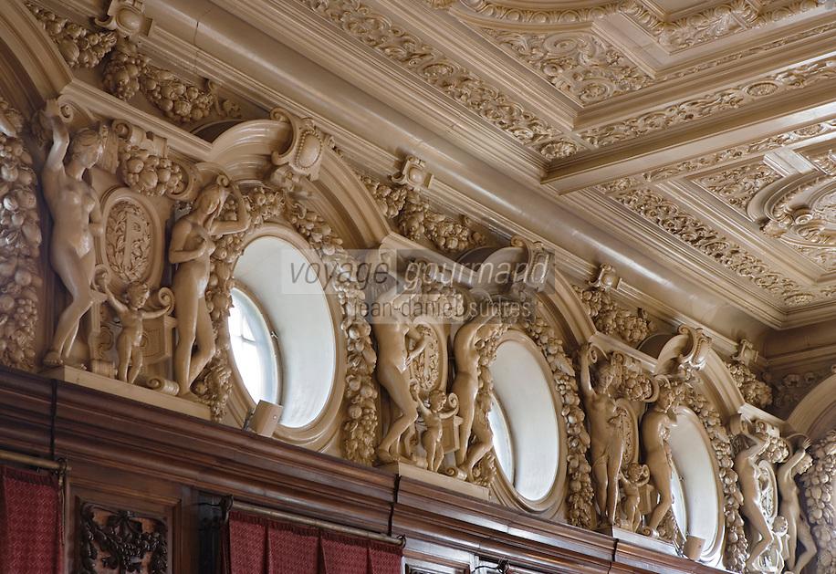 Europe/Pologne/Lodz: Le Palais d'Israël Poznanski qui contient le Musée d'Histoire de la Ville de Lodz -la salle à manger néobaroque -détail des bas - reliefs du plafond