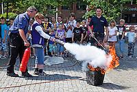 Veiligheidsdag in Bussum  met een demonstratie blussen door de brandweer
