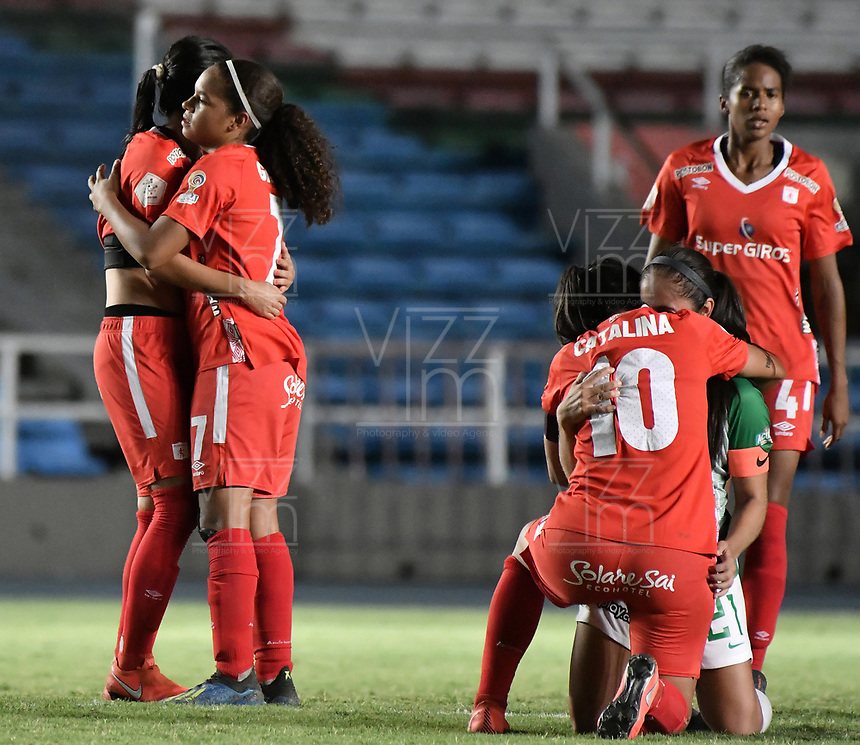 CALI - COLOMBIA, 30-08-2019: Gisela Robledo del América celebra después del partido por los cuartos de final vuelta de la Liga Femenina Aguila 2019 entre América Cali y Nacional Petrolera jugado en el estadio Pascual Guerrero de la ciudad de Cali. / Gisela Robledo of America celebrates after second leg match for the quaterfinals as part of Aguila Women League 2019 between America de Cali and Atletico Nacional played at Pascual Guerrero stadium in Cali. Photo: VizzorImage / Gabriel Aponte / Staff