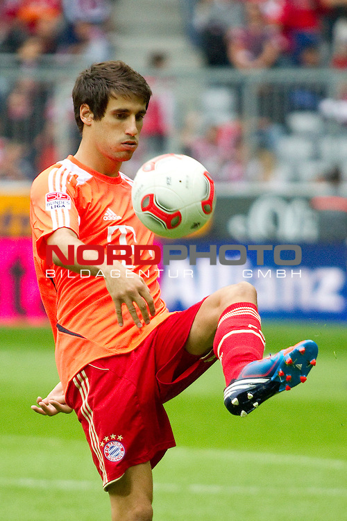 02.09.2012, Allianz Arena, Muenchen, GER, 1.FBL,  FC Bayern Muenchen vs. VfB Stuttgart, im Bild Javi Martinez (FCB #8)  / Foto © nph / Straubmeier