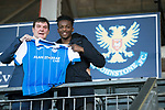 Matty Willock pictured at McDiarmid Park this afternoon with manager Tommy Wright after joining St Johnstone on loan from Manchester United….31.01.18<br />