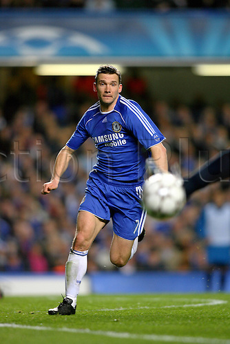 6 March 2007: Chelsea striker Andriy Shevchenko chases the ball during the UEFA Champions League last 16 second leg match between Chelsea and Porto played at the Stamford Bridge. Chelsea won the game 2-1, to win 3-2 over the two legs. Photo: Glyn Kirk/actionplus..070306 football soccer player