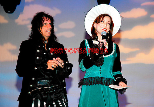 Alice Cooper and Sheryl Cooper..at the 9th Annual Alice Cooper Celebrity Golf Tournament in Scottsdale, Arizona, May 1st 2005.  Photo by Chris Walter/Photofeatures.