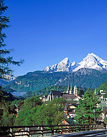 DEU, Deutschland, Bayern, Oberbayern, Berchtesgadener Land, Berchtesgaden mit Watzmann (2.713 m) | DEU, Germany, Bavaria, Upper Bavaria, Berchtesgadener Land, Berchtesgaden with Watzmann mountain (2.713 m)