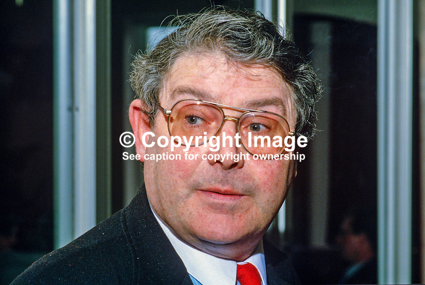 Charles Fitzgerald, journalist, Newsletter, Belfast, N Ireland, 19860408CF..Copyright Image from Victor Patterson, 54 Dorchester Park, Belfast, UK, BT9 6RJ..Tel: +44 28 9066 1296.Mob: +44 7802 353836.Voicemail +44 20 8816 7153.Skype: victorpattersonbelfast.Email: victorpatterson@mac.com.Email: victorpatterson@ireland.com (back-up)..IMPORTANT: If you wish to use this image or any other of my images please go to www.victorpatterson.com and click on the Terms & Conditions. Then contact me by email or phone with the reference number(s) of the image(s) concerned.