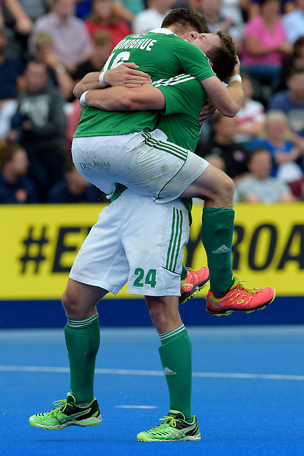 ENG - London, England, August 29: Shane O'DONOGHUE #16 of Ireland and Kyle GOOD #24 of Ireland celebrates after winning the bronze medal after defeating England 4-2 during the men bronze medal match between Ireland (green) and England (red) on August 29, 2015 at Lee Valley Hockey and Tennis Centre, Queen Elizabeth Olympic Park in London, England. Final score 4-2 (2-2). (Photo by Dirk Markgraf / www.265-images.com) *** Local caption *** Shane O'DONOGHUE #16 of Ireland, Kyle GOOD #24 of Ireland