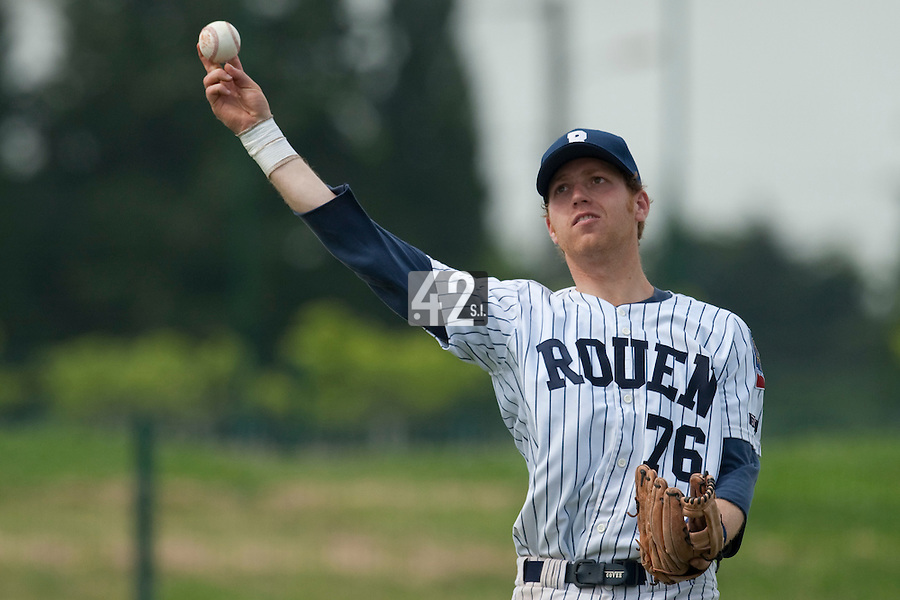 21 May 2009: Nicolas Dubaut of Rouen throws the ball during the 2009 challenge de France, a tournament with the best French baseball teams - all eight elite league clubs - to determine a spot in the European Cup next year, at Montpellier, France.