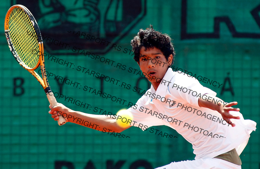 Tennis, world championship, U-14.Great Britain Vs. India.Liam Broady (GBR)-Ronit Singh-Bisht (IND).Ronit Singh-Bisht (India).Prostejov, 08.06.2008..Photo: Srdjan Stevanovic.