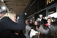 SÃO PAULO, SP, 25.07.2013 - JULGAMENTO CASO BIANCO CONSOLI - Daiane Consoli, irmã da vítima discute com o advogado de defesa Ricardo Martins no julgamento de Sandro Dota, o motoboy acusado de estuprar e matar a universitária Bianca Consoli em 13 de setembro de 2011, nesta quinta-feira, 25. A juíza Fernanda Afonso de Almeida dissolveu o júri do julgamento hoje, depois de o réu pedir a desconstituição do seu advogado de defesa, Ricardo Martins. (Foto: Mauricio Camargo / Brazil Photo Press).