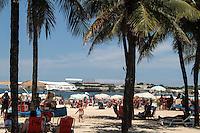 RIO DE JANEIRO; RJ; 24 DE FEVEREIRO 2013 - CLIMA TEMPO - RIO DE JANEIRO - Movimentacao na praia de Copacabana neste domingo onde os termometros registaam 30 graus. FOTO: NÉSTOR J. BEREMBLUM - BRAZIL PHOTO PRESS.