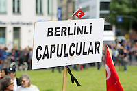 Nach der Raeumung des Gezi-Park in Istanbul in der Nacht zum 16. Juni 2013 gingen ueberall in Deutschland tausende Menschen auf die Strasse und zeigten Ihre Solidaritaet mit den Menschen in der Tuerkei, die seit dem 31. Mai fuer den Erhal des Gezi-Parks und mehr Demokratie protestieren.<br />Hier: In Berlin gingen bis zu 5.000 Menschen auf die Strasse und zogen mit einer mehrstuendigen  Demonstration von Kreuzberg bis zur tuerkischen Botschaft im Bezirk Tiergarten.<br />16.6.2013, Berlin<br />Copyright: Christian-Ditsch.de<br />[Inhaltsveraendernde Manipulation des Fotos nur nach ausdruecklicher Genehmigung des Fotografen. Vereinbarungen ueber Abtretung von Persoenlichkeitsrechten/Model Release der abgebildeten Person/Personen liegen nicht vor. NO MODEL RELEASE! Don't publish without copyright Christian-Ditsch.de, Veroeffentlichung nur mit Fotografennennung, sowie gegen Honorar, MwSt. und Beleg. Konto:, I N G - D i B a, IBAN DE58500105175400192269, BIC INGDDEFFXXX, Kontakt: post@christian-ditsch.de<br />Urhebervermerk wird gemaess Paragraph 13 UHG verlangt.]