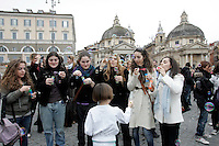 Romani e turisti soffiano bolle di sapone durante un flash mob organizzato tramite il social network Facebook in Piazza del Popolo a Roma, 21 marzo 2010, per celebrare l'inizio della primavera..Romans and tourists bowl bubbles during a flash mob called by the social network Facebook in Rome's Piazza del Popolo square, 21 march 2010, to celebrate the beginning of the spring..UPDATE IMAGES PRESS/Riccardo De Luca