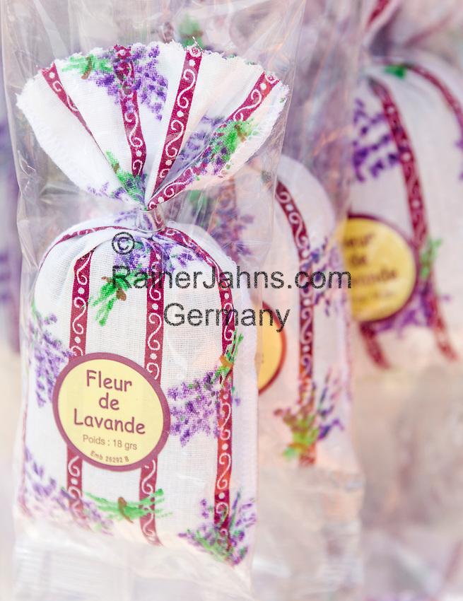 France, Provence-Alpes-Côte d'Azur, Èze Village: lavender aroma bags for souvenirs | Frankreich, Provence-Alpes-Côte d'Azur, Èze Village: Lavendel-Duftsaeckchen als Andenken