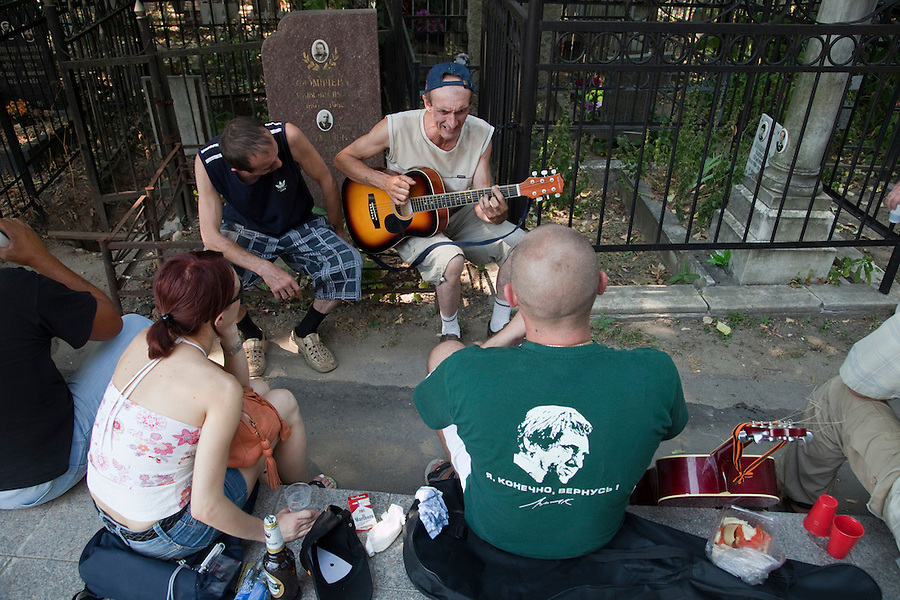 Moscow, Russia, 25/07/2010..People sing songs by Vladimir Vysotsky as hundreds of Russians gather at the grave of the legendary bard singer, poet and actor  to mark the 30th anniversary of his death. Vysotsky, an alcoholic and heroin addict who died in 1980 aged 42 of a heart attack, is best known for his songs of Soviet prison and military life, and his acting on stage and screen. Much of his work was officially unpublished during his lifetime, and he remains a potent anti-authoritarian symbol of protest to Russians of all ages even today.
