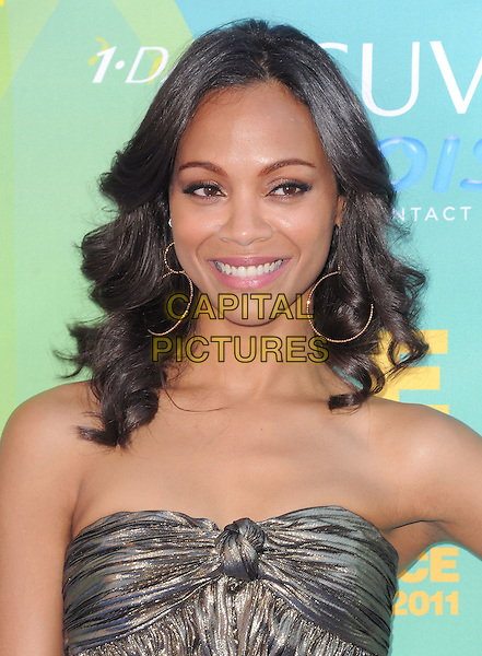 Zoe Saldana.2011 Teen Choice Awards - Arrivals held at Gibson Amphitheatre, Universal City, California, USA..August 7th, 2011.headshot portrait strapless gold knot knotted strapless hoop earrings .CAP/RKE/DVS.©DVS/RockinExposures/Capital Pictures.