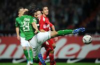 FUSSBALL   1. BUNDESLIGA   SAISON 2011/2012    12. SPIELTAG SV Werder Bremen - 1. FC Koeln                              05.11.2011 Claudio PIZARRO (Bremen) geht spektakulaer zum Ball