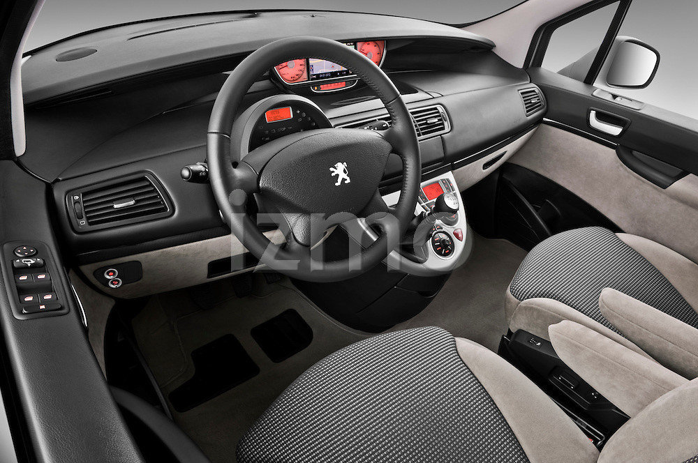 High angle dashboard view of a 2011 Peugeot 807 SV Executive Minivan Stock Photo
