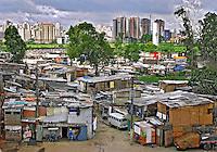 Favela na margem do Rio Tietê. São Paulo. 2008. Foto de Caetano Barreira.