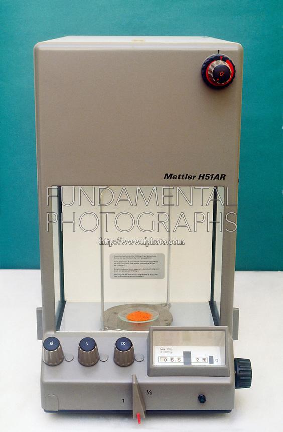 SINGLE PAN ANALYTIC BALANCE<br /> A watchglass with potassium dichromate, K2Cr2O7.