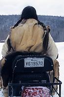 Amérique/Amérique du Nord/Canada/Quebec/Fjord du Saguenay/Village Huron (amérindiens) : Site archéologique de Robe Noire - Indienne en moto-neige