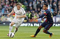 Real Madrid's Luca Modric (l) and FC Barcelona's Thiago Alcantara during La Liga match.March 02,2013. (ALTERPHOTOS/Acero) /NortePhoto