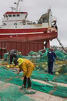 France, Bretagne, (29), Finistère, Treffiagat-Léchiagat:  Chantier naval, Le port de Léchiagat fait face à celui du Guilvinec.