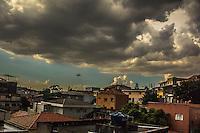 SÃO PAULO, SP, 23.02.2017 - CLIMA-SP - Nuvens carregadas vistas do bairro do Jabaquara, zona sul de São Paulo (SP), na tarde desta quinta-feira (23).(Foto: Danilo Fernandes/Brazil Photo Press)