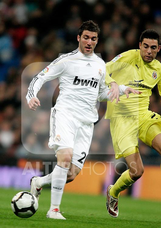 Real Madrid's Gonzalo Higuain during La Liga match. February 21, 2010. (ALTERPHOTOS/Alvaro Hernandez).