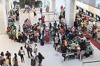 RIO DE JANEIRO, RJ, 31 JULHO 2013 - MOVIMENTAÇÃO AEROPORTO SANTOS DUMONT - A movimentação nessa tarde continua intensa com filas para o check in no aeroporto Santos Dumont na cidade do Rio de Janeiro nessa quarta 31. (FOTO: LEVY RIBEIRO / BRAZIL PHOTO PRESS)