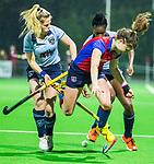 BILTHOVEN - Hockey - Roos Drost (SCHC) tussen Jet de Graeff en Laura Marell (Laren)   tijdens de competitie hoofdklasse hockeywedstrijd  SCHC-LAREN . COPYRIGHT KOEN SUYK
