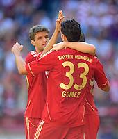 FUSSBALL   1. BUNDESLIGA  SAISON 2011/2012   5. Spieltag FC Bayern Muenchen - SC Freiburg         10.09.2011 Jubel nach dem Tor zum 1:0 Thomas Mueller , Mario Gomez (v. li., FC Bayern Muenchen)