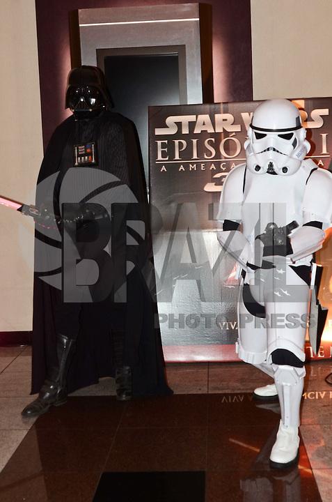 SÃO PAULO, SP, 07 DE FEVEREIRO DE 2012 - PRE ESTREIA STAR WARS 3D - Ação em prol da promoção do filme Star Wars Episódio I 3D, na pré-estréia, no Cinemark do Shopping Eldorado, zona sul da capital, na noite desta terça-feira,07.<br /> . FOTO: ALEXANDRE MOREIRA - NEWS FREE.