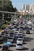 SAO PAULO, SP, 12 MARCO DE 2013, TRANSITO.  A Av. Tiradentes apresenta transito carregado na manha dessa Terca-Feira (12) no sentido do centro de Sao Paulo. FOTO:LUIZ GUARNIERI/ BRAZIL PHOTO PRESS.