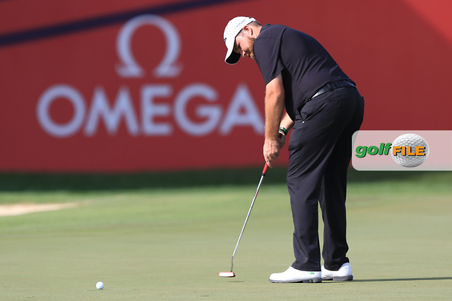 Shane Lowry (IRL) on the 18th green during Round 4 of the Omega Dubai Desert Classic, Emirates Golf Club, Dubai,  United Arab Emirates. 27/01/2019<br /> Picture: Golffile | Thos Caffrey<br /> <br /> <br /> All photo usage must carry mandatory copyright credit (&copy; Golffile | Thos Caffrey)