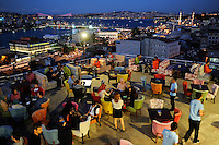 TURKEY Istanbul, evening view from restaurant to Golden Horn, Galata bridge and Bospurus / TUERKEI Istanbul, Restaurant mit Blick auf Galata Bruecke, Goldenes Horn und Bosporus abends