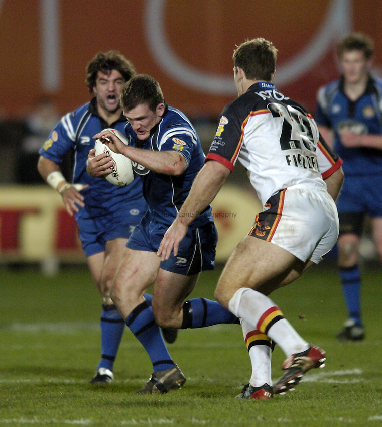 Photo. Jed Wee..Bradford Bulls v Wigan Warriors, 9th Super League, Odsal Stadium, Bradford. 20/02/2004..Wigan's Danny Orr (L).
