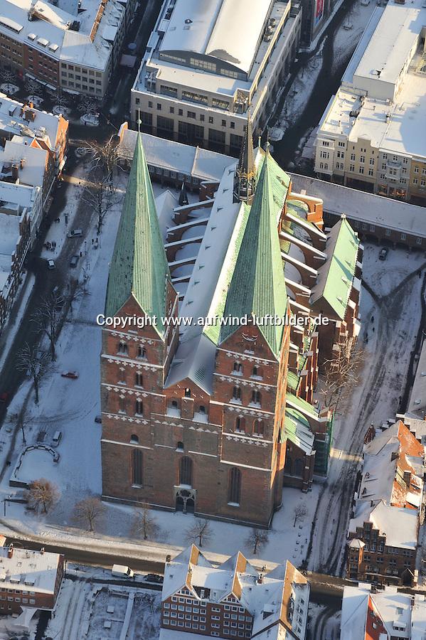 Marienkirche: EUROPA, DEUTSCHLAND, SCHLESWIG- HOLSTEIN, LUEBECK (GERMANY), 02.01.2010: Die Luebecker Marienkirche (offiziell: St. Marien zu Luebeck) wurde von 1250 bis 1350 erbaut. Die Luebecker Buerger- und Marktkirche ist von jeher ein Symbol fuer Macht und Wohlstand der alten Hansestadt und befindet sich auf dem hoechsten Punkt.  Deutschland, Luebeck, Schleswig, Holstein,  Stadt, Stadtblick, Stadtansicht, Stadtueberblick, Panoramablick, Kirche,   Innenstadt, Stadtbild, historisch, gewachsen, eng , voll,  Zentrum,  Luftbild, Draufsicht, Luftaufnahme, Luftansicht, Luftblick, Flugaufnahme, Flugbild, Vogelperspektive, Ueberblick, Uebersicht, Winter, Schnee,.am, Ansicht, Ansichten, Architektur, außen, Außenaufnahme, auf, aussen, Aussenaufnahme, Aussenaufnahmen, Bauwerk, Bauwerke, bei, Blick,  BRD, Bundesrepublik, Cities, City, den, deutsch, deutsche, deutscher, deutsches, Deutschland, draußen, Draufsicht, Draufsichten, draussen, europäisch, europäische, europäischer, europäisches, Europa, europaeisch, europaeische, europaeischer, europaeisches, Gebäude, Gebaeude, Gegend, Häuser, Haeuser, Haus, Luftaufnahme, Luftaufnahmen, Luftbild, Luftbilder, Luftfoto, Luftfotos, Luftphoto, Luftphotos, menschenleer, niemand, oben, Schnee, schneebedeckt, schneebedeckte, schneebedeckter, schneebedecktes, verschneit, verschneite, verschneiter, verschneites, Viertel, Vogelperspektive, Vogelperspektiven, von, Winter, winterlich, winterliche, winterlicher, winterliches.c o p y r i g h t : A U F W I N D - L U F T B I L D E R . de.G e r t r u d - B a e u m e r - S t i e g 1 0 2, 2 1 0 3 5 H a m b u r g , G e r m a n y P h o n e + 4 9 (0) 1 7 1 - 6 8 6 6 0 6 9 E m a i l H w e i 1 @ a o l . c o m w w w . a u f w i n d - l u f t b i l d e r . d e.K o n t o : P o s t b a n k H a m b u r g .B l z : 2 0 0 1 0 0 2 0  K o n t o : 5 8 3 6 5 7 2 0 9. V e r o e f f e n t l i c h u n g n u r m i t H o n o r a r n a c h M F M, N a m e n s n e n n u n g u n d B e l e g e x e m p l a r !.
