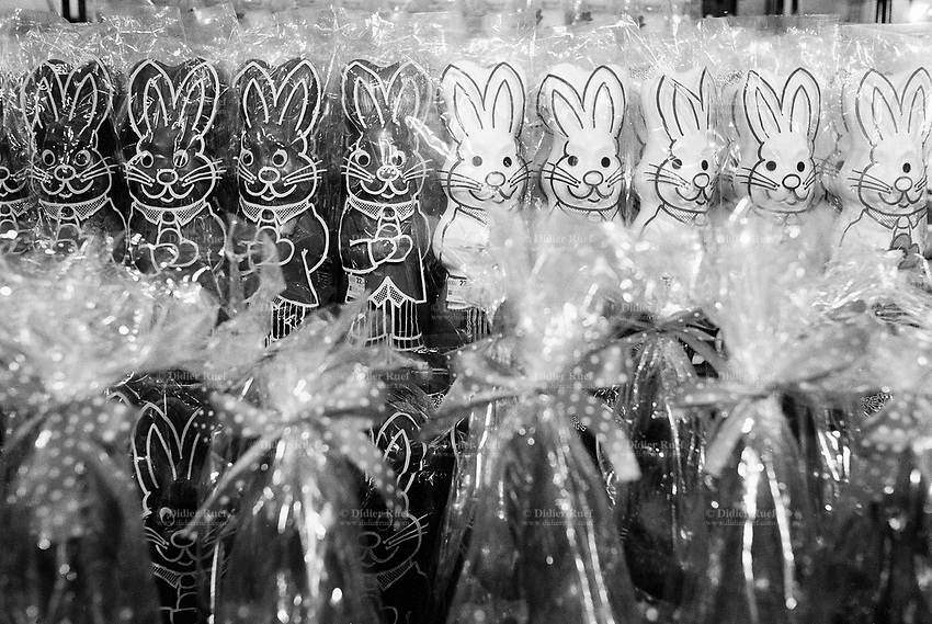 Switzerland. Zürich. Famous swiss chocolate easter bunnies for sale in supermarket.  © 1991 Didier Ruef