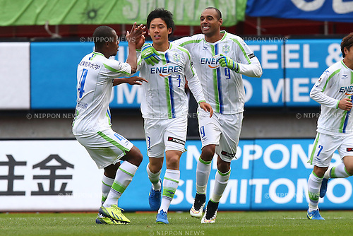 (L-R)<br />  Andre Bahia,<br /> Wataru Endo,<br />  Bruno Cesar (Bellmare),<br /> MARCH 14, 2015 - Football / Soccer : <br /> 2015 J1 League 1st stage match between<br /> Kashima Antlers 1-2 Shonan Bellmare<br /> at Kashima Soccer Stadium in Ibaraki, Japan.<br /> (Photo by Shingo Ito/AFLO SPORT)