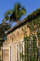 """Iles Bahamas / New Providence et Paradise Island / Nassau: Hotel """"One & Only Océan Club"""" le jardin """"Versailles Garden"""" et le cloitre Augustin du XIV e Siècle venant de Montrejeau"""