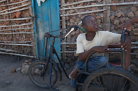Lázaro Januario Wenz is 19 years old and lives in Nhamatanda, Sofala province, Mozambique. He has been disabled since birth. Handicap International provided him a 3-months craft business training and a starter kit. He lives with his older brother and sister in law.