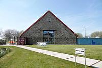 Nederland Groningen - 2019. Zernike Campus. The EnergyBarn is gemaakt van stro. Het is een lokaal en duurzaam pand. De stromuren en de high-tech apparatuur die gebruikt werden bij de bouw, zorgen voor de duurzaamheid. De EnergyBarn werd in opdracht van energieproeftuin EnTranCe gebouwd. Bouwen met stro heeft diverse voordelen zoals: een hoge energiewaarden, een lage carbon footprint en het is cradle to cradle te bouwen. Deze manier van bouwen is de ultieme vorm van duurzaam ondernemen. Foto Berlinda van Dam / Hollandse Hoogte