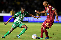 IBAGUÉ - COLOMBIA, 06-06-2018: Luis Payares (Der) jugador de Deportes Tolima disputa el balón con Helibelton Palacios (Izq) jugador del Atletico Nacional durante partido de ida por la final de la Liga Águila I 2018 jugado en el estadio Manuel Murillo Toro de la ciudad de Ibagué. / Luis Payares (R) player of Deportes Tolima vies for the ball with Helibelton Palacios (L) player of Atletico Nacional during first leg match for the final of the Aguila League I 2018 played at Manuel Murillo Toro stadium in Ibague city. Photo: VizzorImage / Cristian Alvarez / Cont
