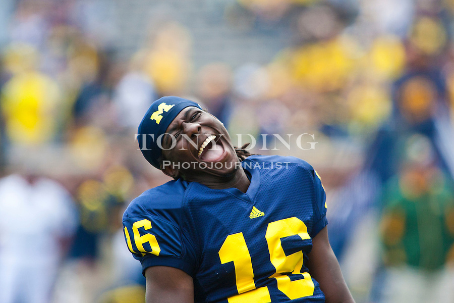 Michigan quarterback Denard Robinson (16) laughs during warmups before an NCAA college football game with with Connecticut, Saturday, Sept. 4, 2010, in Ann Arbor, Mich. (AP Photo/Tony Ding)